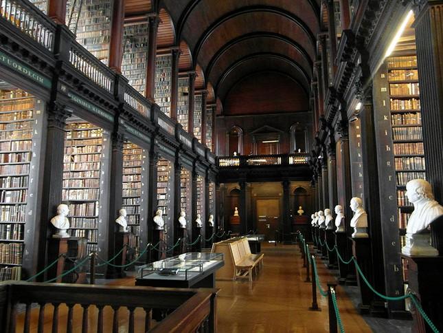 Chiêm ngưỡng thư viện cổ hơn 300 năm tuổi - ảnh 3
