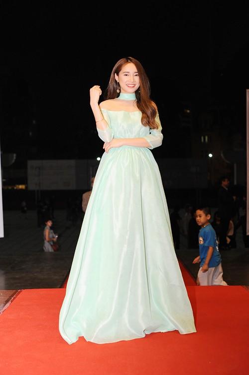Kim Tuyến, Nhã Phương 'đổ bộ bữa tiệc thời trang' Cánh Diều Vàng - ảnh 5