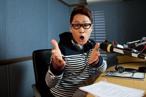 Gây tai nạn, danh hài nổi tiếng Hàn Quốc bỏ trốn, để lại xe 2 tỷ - ảnh 2