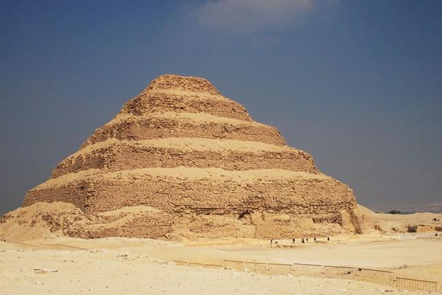Bí ẩn kim tự tháp đầu tiên của người Ai Cập - ảnh 1