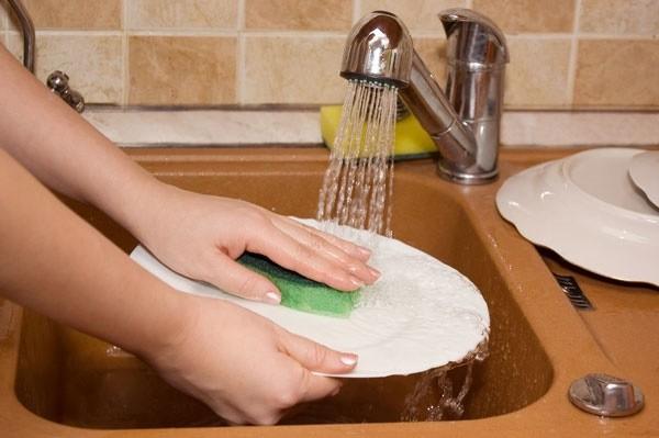 Thói quen khi rửa bát không ngờ đang âm thầm giết cả gia đình - ảnh 1