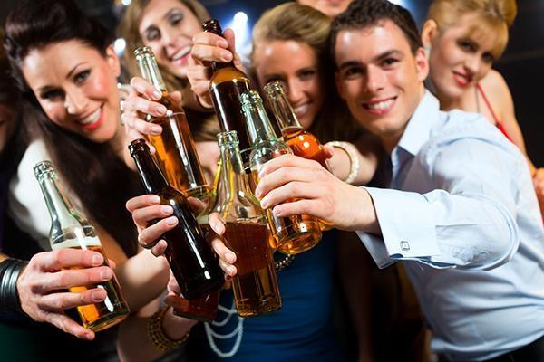 Khi bị những bệnh này bạn chỉ cần uống bia là khỏi - ảnh 1