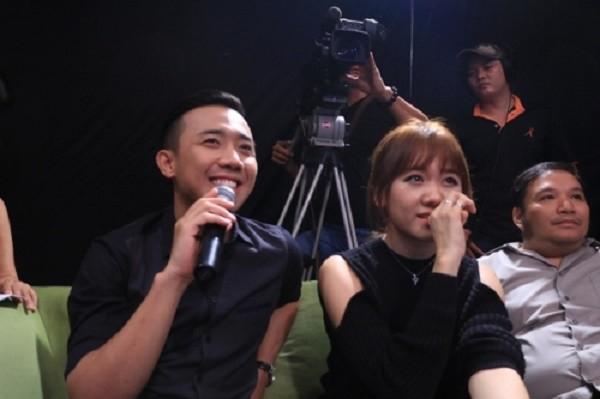 Trấn Thành bất ngờ cầu hôn Hari Won ngay trên ghế nóng - ảnh 1