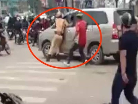 Người dân có phạm luật khi đập xe Innova gây tai nạn, chạy CSGT? - ảnh 2