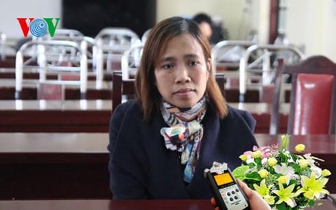 Lào Cai buộc thôi việc giáo viên đánh học sinh tím mặt - ảnh 2