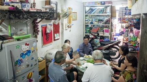 Gia đình phố cổ hơn 30 người, 40 năm ăn chung mâm, chung nhà tắm - ảnh 2