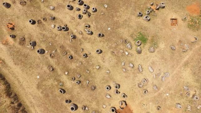 Bí mật ẩn sâu đằng sau cánh đồng Chum cổ xưa - ảnh 1
