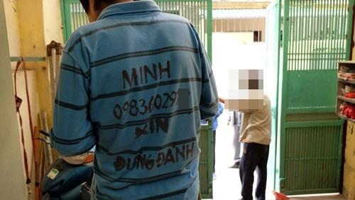 Câu chuyện chiếc áo 'Xin Đừng Đánh' của Minh hấp - ảnh 1