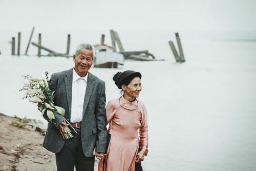 Nghẹn ngào với 'đám cưới cổ tích' của hai ông bà lão nhặt rác  - ảnh 8