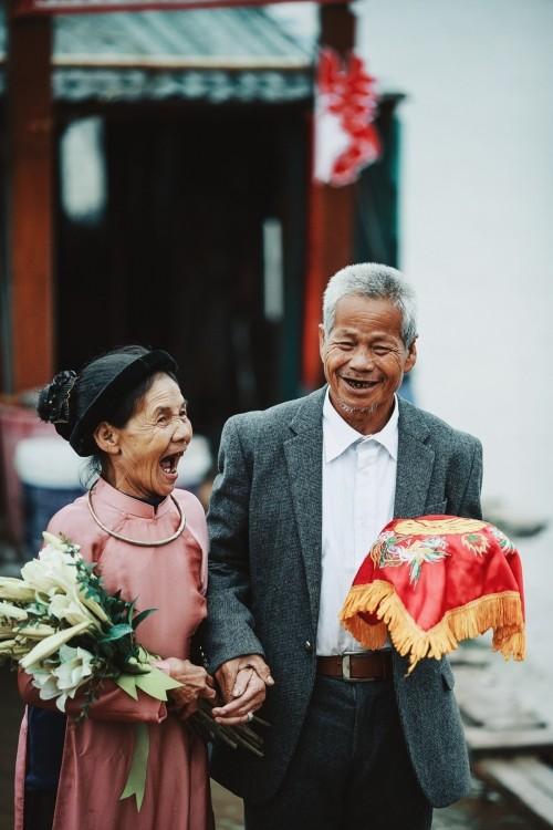 Nghẹn ngào với 'đám cưới cổ tích' của hai ông bà lão nhặt rác  - ảnh 13