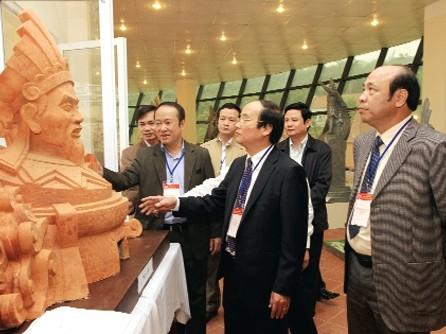 Sẽ trưng bày, lấy ý kiến nhân dân về mẫu tượng đài Hùng Vương  - ảnh 1