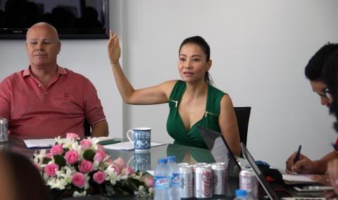 Ca sỹ Thu Minh kiện C.T Phương Nam: Chiêu PR