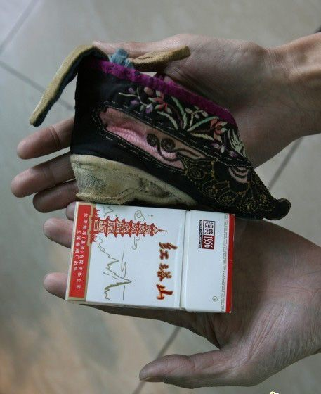 Tập tục bó chân của phụ nữ Trung Quốc xưa - ảnh 1