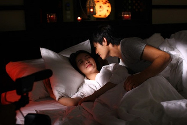 Ngộp thở với clip 'Bao giờ có yêu nhau' của Quý Bình - Minh Hằng - ảnh 2