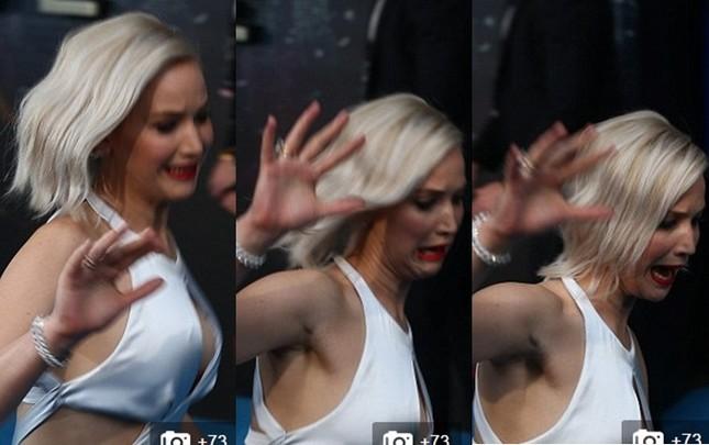 Jennifer Lawrence hốt hoảng vì sự cố trước hàng trăm ống kính - ảnh 1