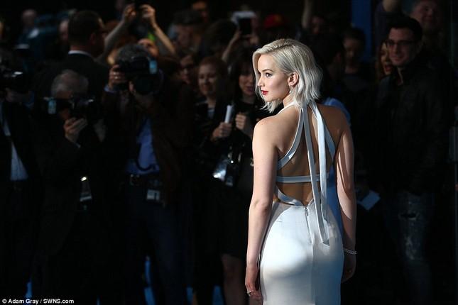 Jennifer Lawrence hốt hoảng vì sự cố trước hàng trăm ống kính - ảnh 2