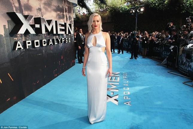 Jennifer Lawrence hốt hoảng vì sự cố trước hàng trăm ống kính - ảnh 3