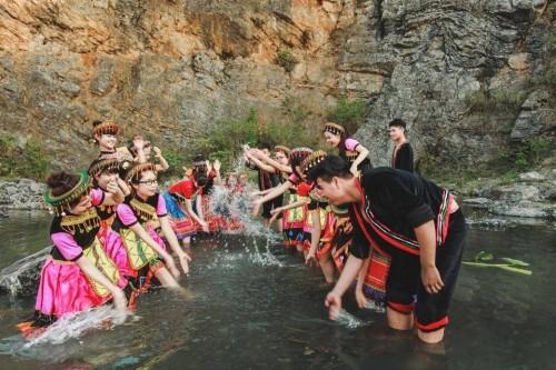 Bộ ảnh kỷ yếu 'độc nhất vịnh Bắc Bộ' của học sinh Ninh Bình - ảnh 6