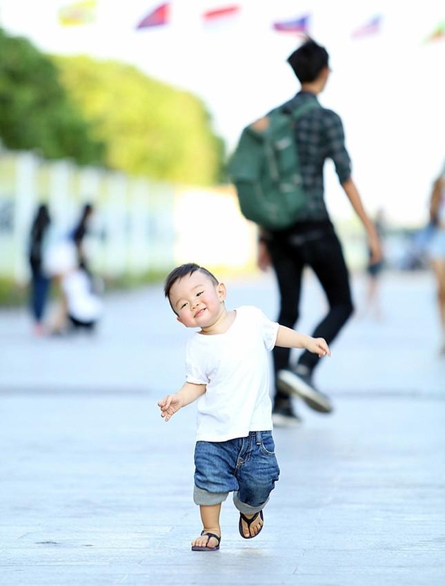 Vy Oanh cùng con trai diện style cực chất lái xế sang đi dạo - ảnh 10