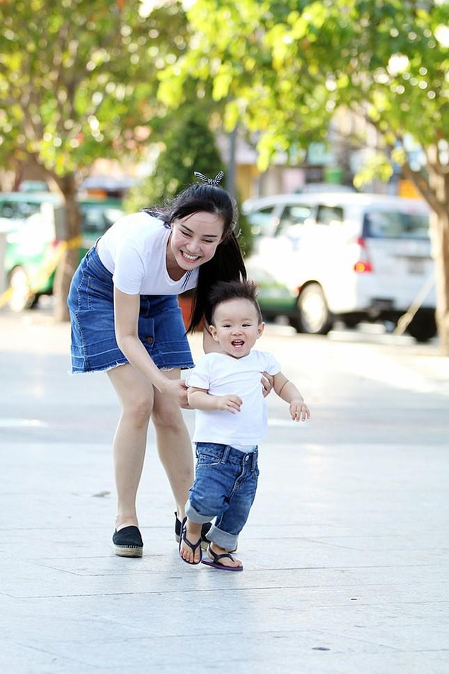 Vy Oanh cùng con trai diện style cực chất lái xế sang đi dạo - ảnh 5