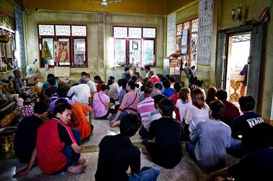 Khách Tây kể chuyện nhà sư Thái Lan xăm huyền thuật trong chùa - ảnh 2