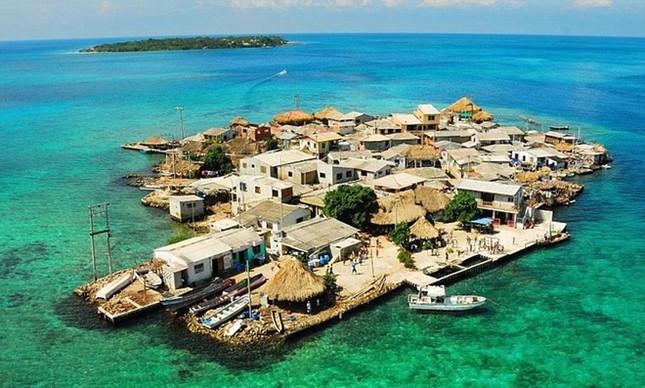 Những hòn đảo chật chội nhất thế giới - ảnh 5