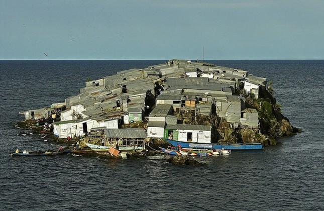 Những hòn đảo chật chội nhất thế giới - ảnh 7