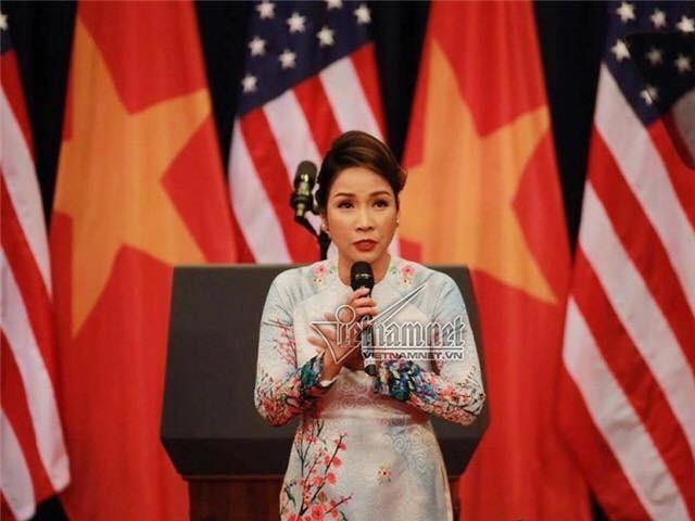 Tranh cãi quanh việc Mỹ Linh 'phá cách' hát Quốc ca - ảnh 1