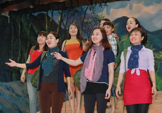 Vở Opera 'Lá đỏ' quy tụ 130 diễn viên sân khấu và dàn nhạc - ảnh 2
