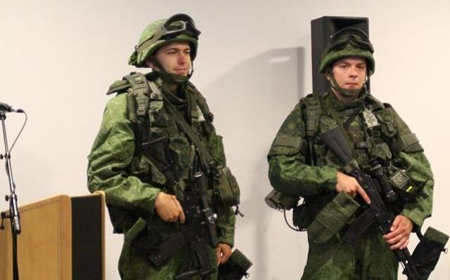 Siêu quân phục Nga 'chấp' súng lục bắn ở cư li 10m - ảnh 1