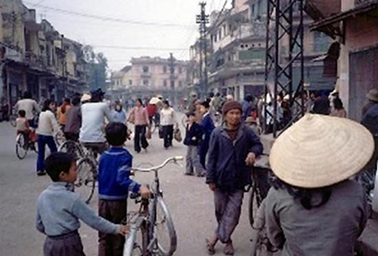 Việt Nam hơn 30 năm trước qua ống kính nhiếp ảnh gia Pháp - ảnh 1