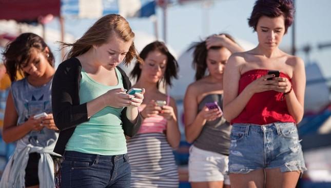 Giật mình khi con tuổi teen gửi tin nhắn gợi tình - ảnh 1
