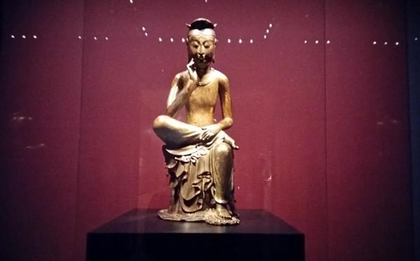 Tượng Phật lạ 1400 tuổi và vương miện vàng ròng 1kg - ảnh 2