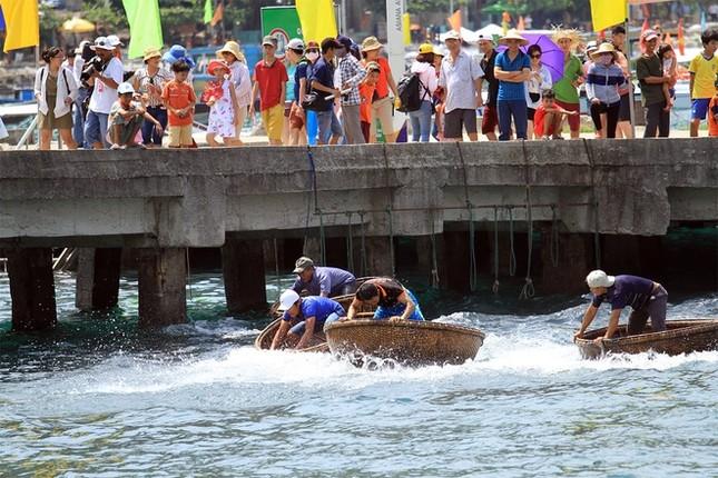 Gần 50 canô diễu hành trên biển Cù Lao Chàm - ảnh 10