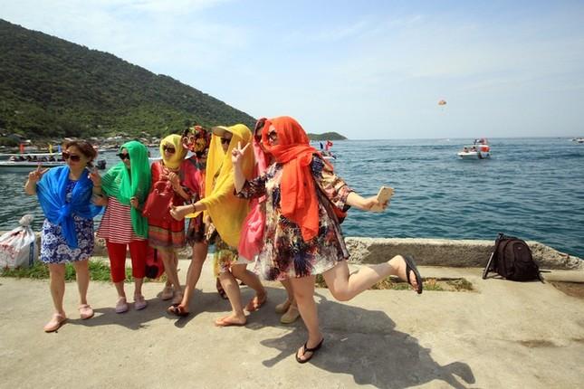 Gần 50 canô diễu hành trên biển Cù Lao Chàm - ảnh 11