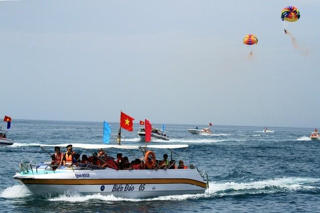 Gần 50 canô diễu hành trên biển Cù Lao Chàm - ảnh 5