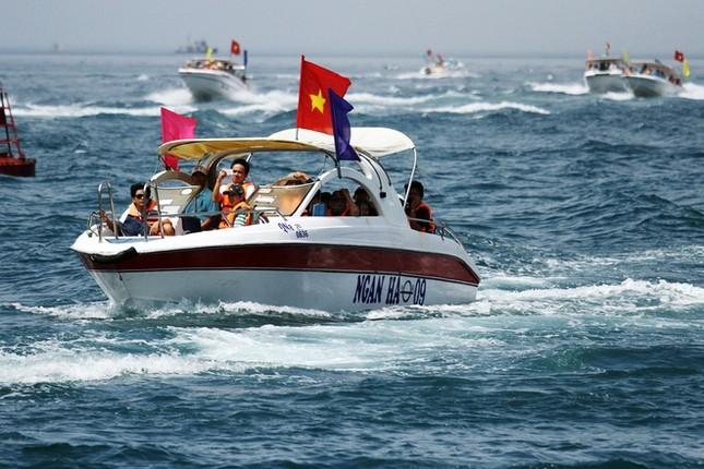 Gần 50 canô diễu hành trên biển Cù Lao Chàm - ảnh 6