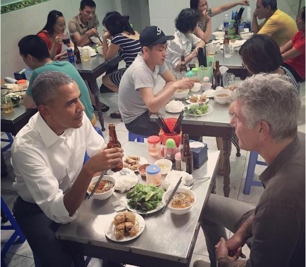 Những nguyên thủ quốc gia từng ăn quán bình dân - ảnh 1