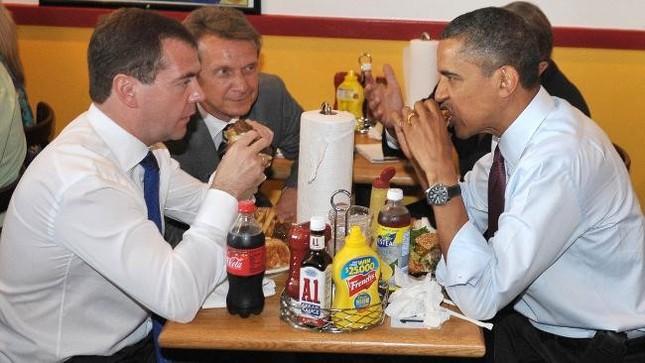 Những nguyên thủ quốc gia từng ăn quán bình dân - ảnh 5
