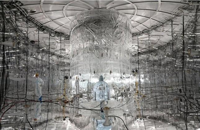 Những cỗ máy khổng lồ tìm kiếm hạt ma khắp thế giới - ảnh 1