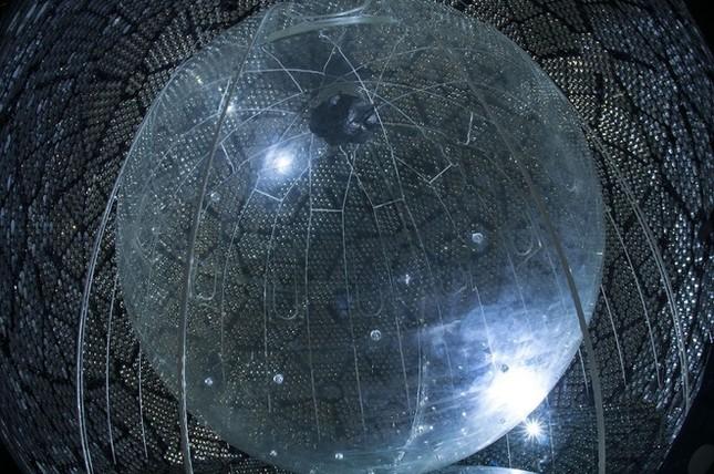 Những cỗ máy khổng lồ tìm kiếm hạt ma khắp thế giới - ảnh 2