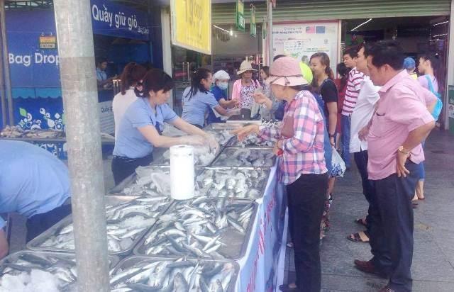 Huế: Hơn 1 tấn hải sản sạch được tiêu thụ chỉ trong vài giờ - ảnh 5