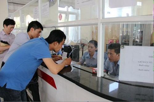 Hơn 2.000 du khách chen chân mua vé rời đảo Lý Sơn - ảnh 1