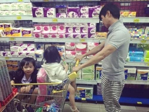 Những ông bố chăm con khéo nhất showbiz Việt - ảnh 4
