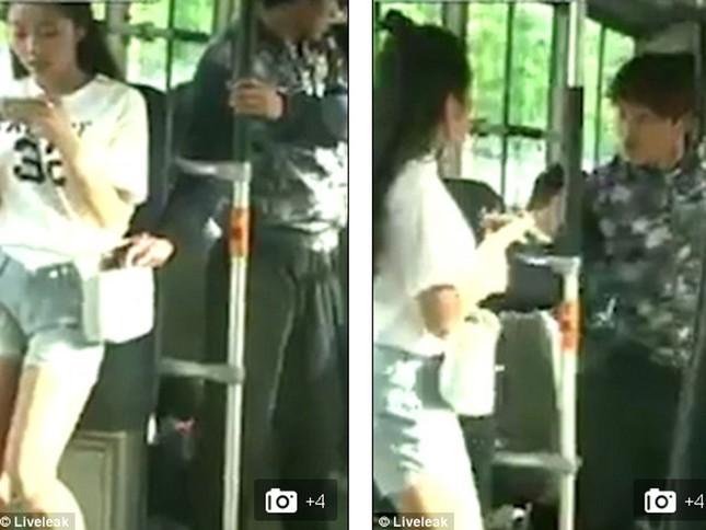 Video cô gái trẻ hạ gục kẻ móc túi trên xe bus gây sốt - ảnh 1