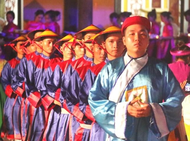 Đám cưới công chúa triều Nguyễn làm nóng 'đêm Hoàng Cung' - ảnh 3