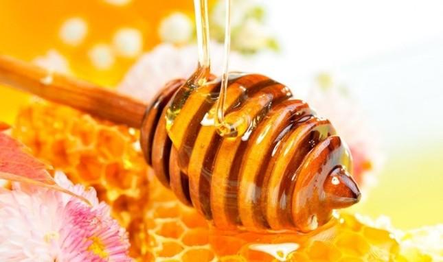 Vì sao các chuyên gia khuyên bạn nên uống mật ong vào buổi tối? - ảnh 1