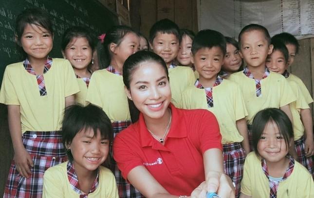 Phạm Hương dạy tiếng Việt cho trẻ em dân tộc ở Điện Biên - ảnh 1