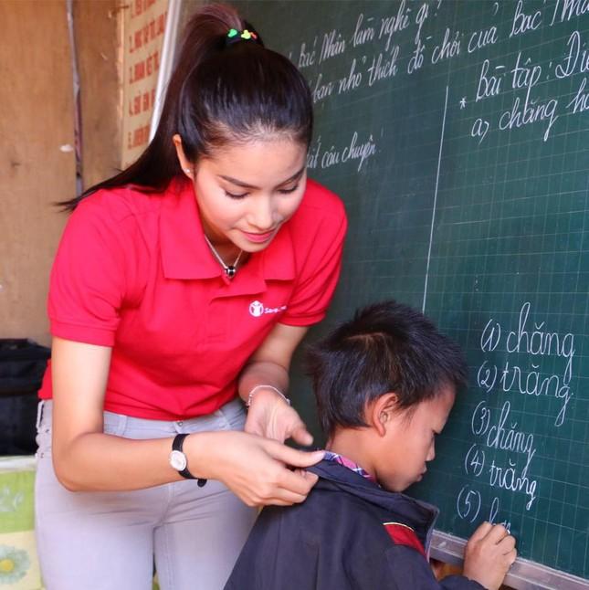 Phạm Hương dạy tiếng Việt cho trẻ em dân tộc ở Điện Biên - ảnh 2
