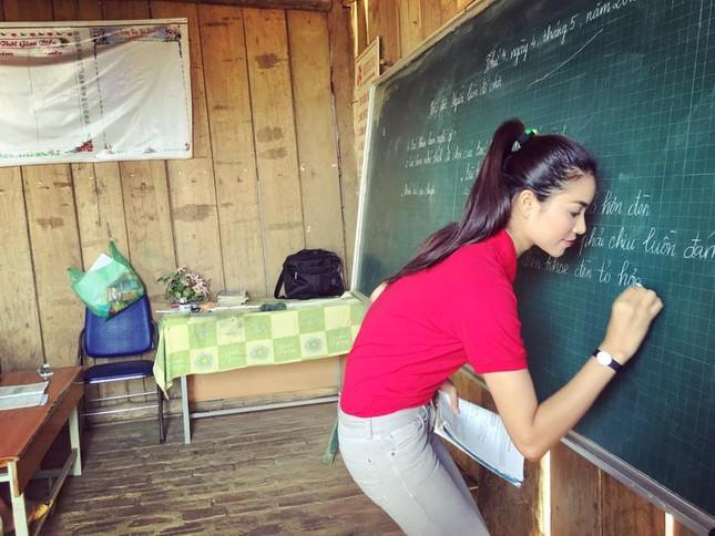 Phạm Hương dạy tiếng Việt cho trẻ em dân tộc ở Điện Biên - ảnh 3